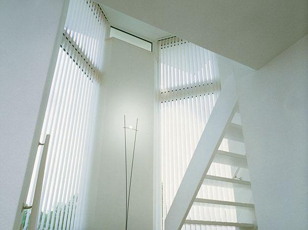 store bandes verticales. Black Bedroom Furniture Sets. Home Design Ideas